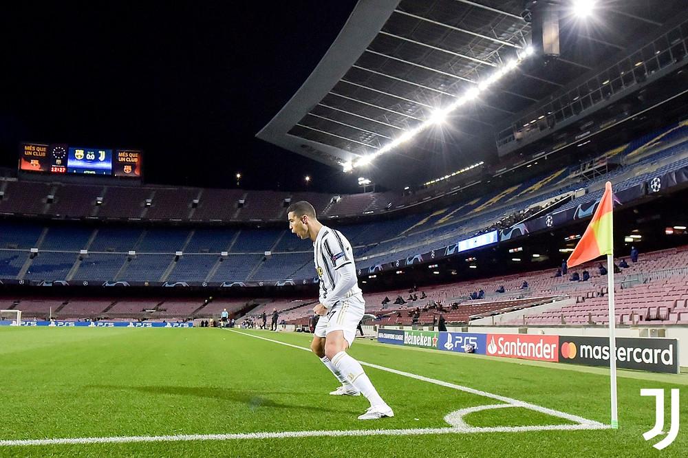Ronaldo mở tỷ số trên chấm 11m cho Juventus