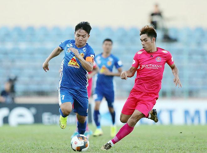 Quảng Nam (trái) đang đứng cuQuảng Nam (trái) đang đứng cuối cùng trên bảng xếp hạng V-League 2020|Vua-the-thaoối cùng trên bảng xếp hạng V-League 2020|JP88