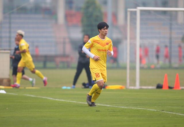 Công Phượng lần đầu mặc áo số 10 ở ĐT Việt Nam khi có sự góp mặt của Văn Quyết.