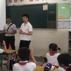 Dr Ajay Mishra and Dr Meng Lu talking to primary school children