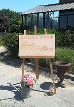 Panneau d'accueil par Atelier 58E, chevalet & arrosoir ancien en zinc fleuri par Your Big Day