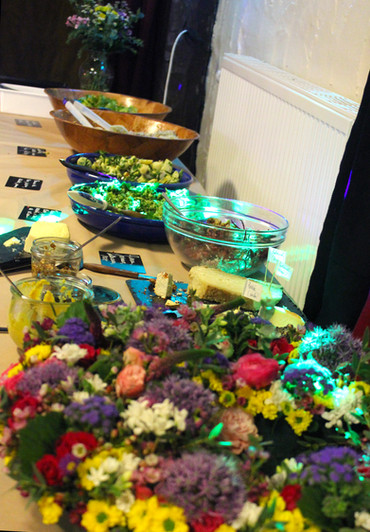 Buffet anniversaire fleuri