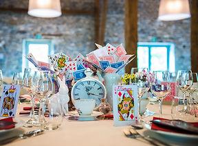 Table d'Alice au pays des merveilles pour un mariage thème contes de fée