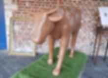 Livre d'or vache sur socle d'herbe pour mariage chapêtre agricole au thème vache! Réalisation Your Big Day