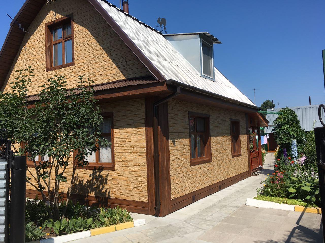Фасад дома и гаража.