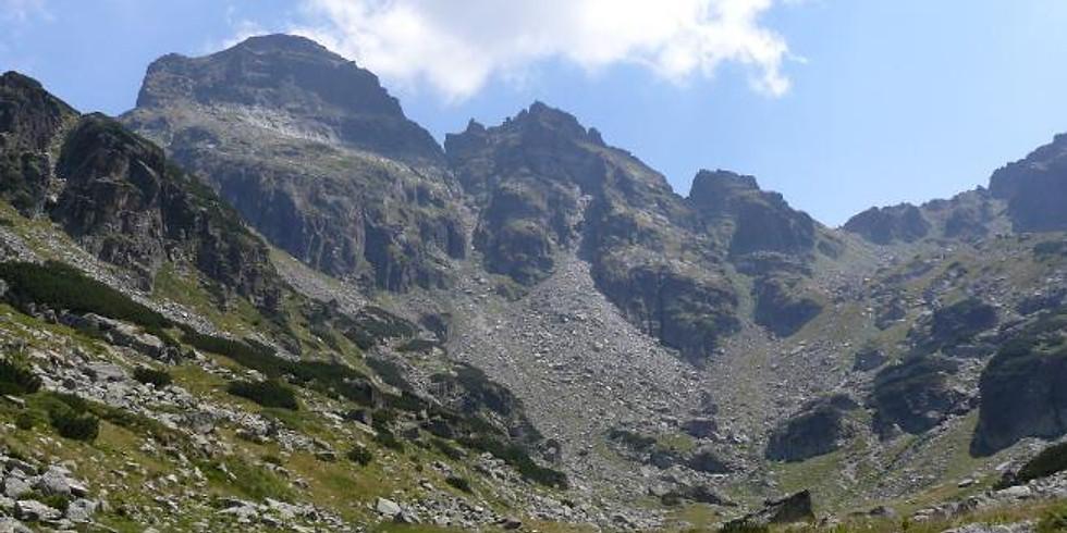 Връх Орловец и скалистите гребени на Петлите