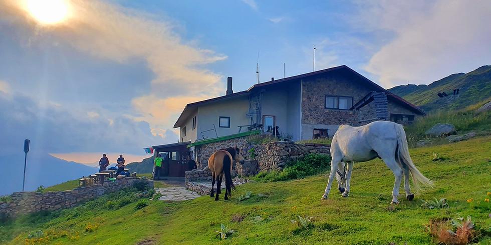 Хижа Ехо, изгрев от връх Юмрука, Козя стена и Кучето