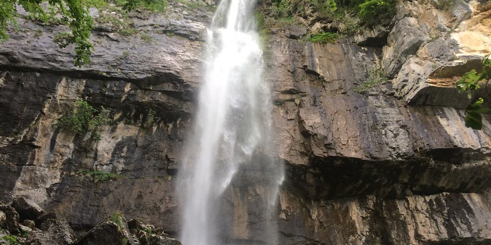 По стръмните пътечки до водопад Боров камък