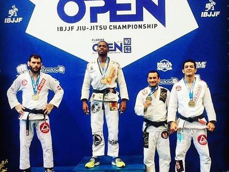 Atletas Lucas Flores e Silvana Flores conquistam medalhas de Bronze no campeonato Internacional