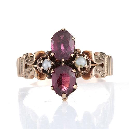 Antique garnet and pearls ring. 10kt rose gold. Victorian era.