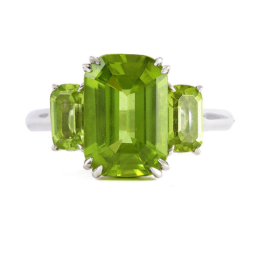 Cocktail Ring. 3.95ct Peridot. 18kt white gold. Handmade.