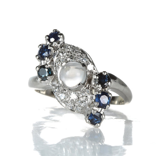 Vintage Art deco Moonstone ring with diamonds and natural sapphires. 1930s.