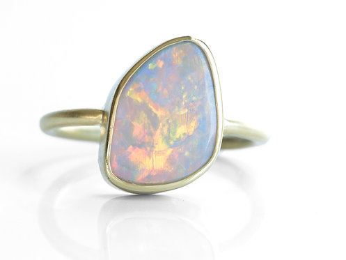 2.10ct Australian Opal Cocktail Ring. 18kt yellow gold. Handmade.