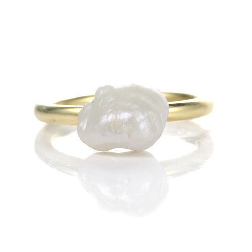 All Natural Freshwater Pearl Cocktail Ring. 18kt yellow gold. Handmade.