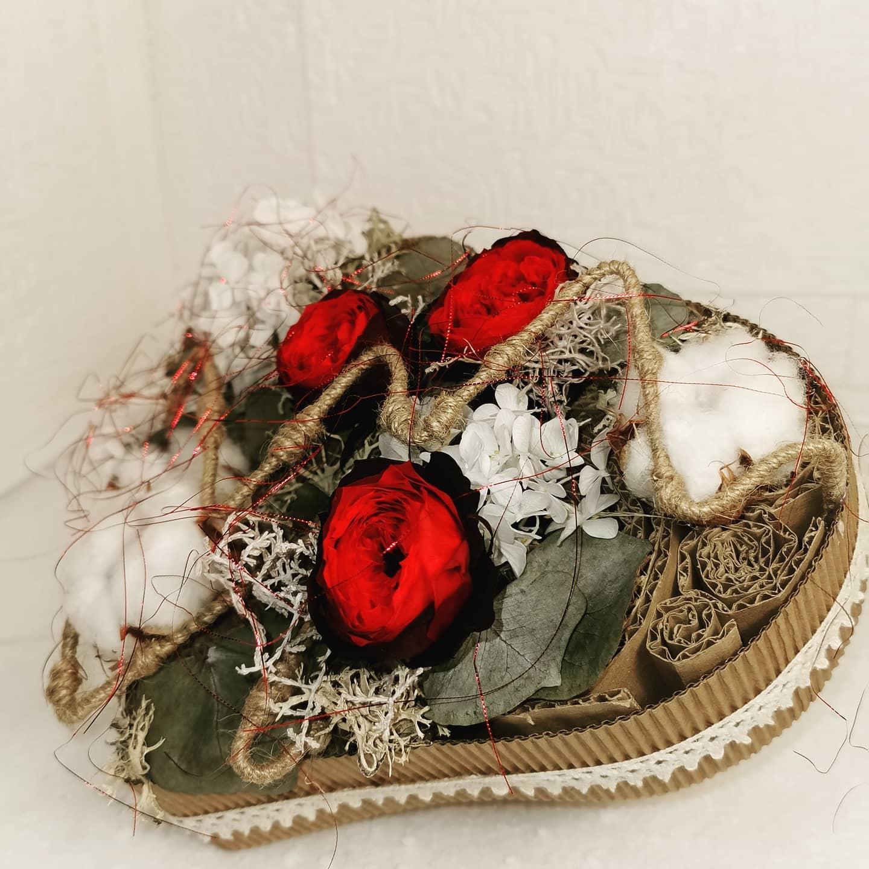 Coeur avec fleurs stabilisées (éternelle