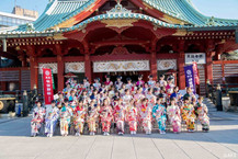 ร้านยูเมยะกาตะสนับสนุนชุดฟุริโซเดะให้ AKB48 ในงานวันบรรลุนิติภาวะปี 2019