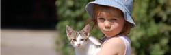 Mia mit Katze auf Bauernhof 1583x508 px.jpg