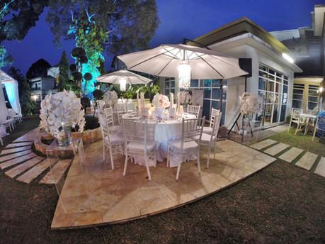 Garden umbrellas with chiavari chairs