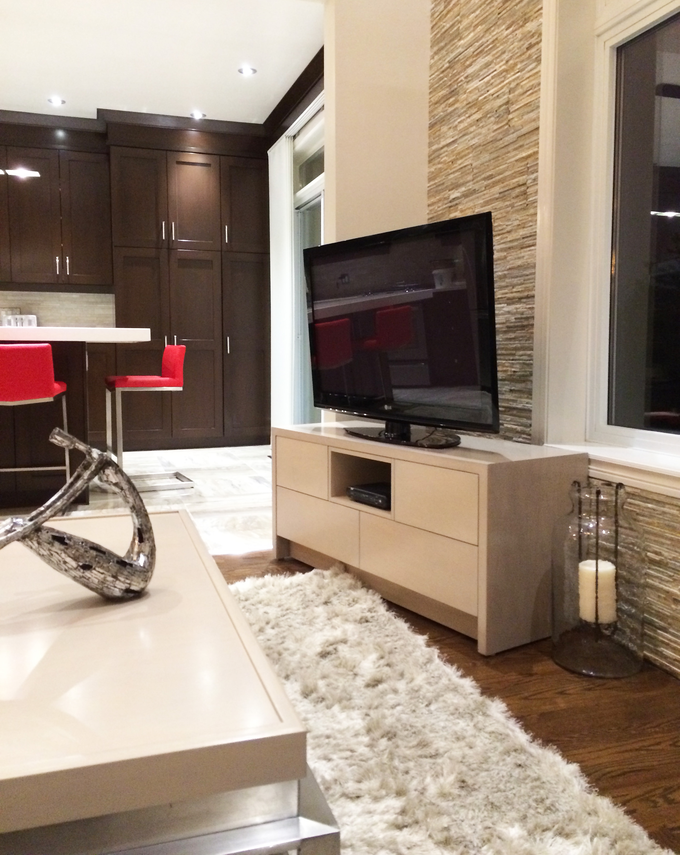 Modern Decor and Art - Living Room