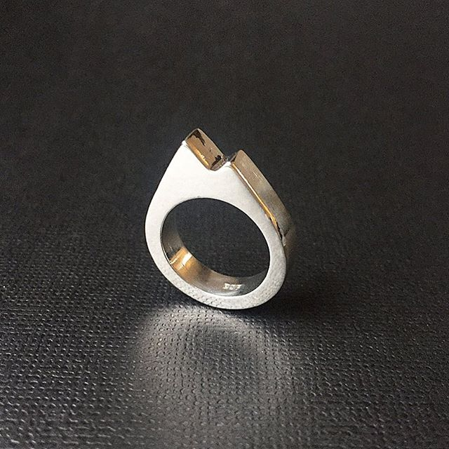 Geometric 'Twin Peaks' ring