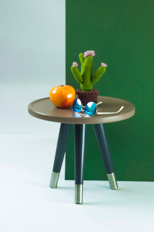 Round trim side table on triple taperd wooden legs with real metal ferules