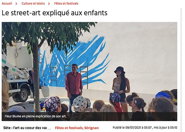 Fleur Blume explique le street-art aux enfants pendant le Festival de Serignan 2021