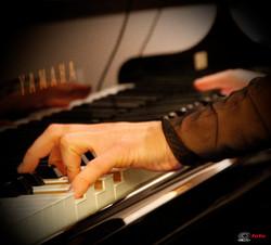 mani sul piano