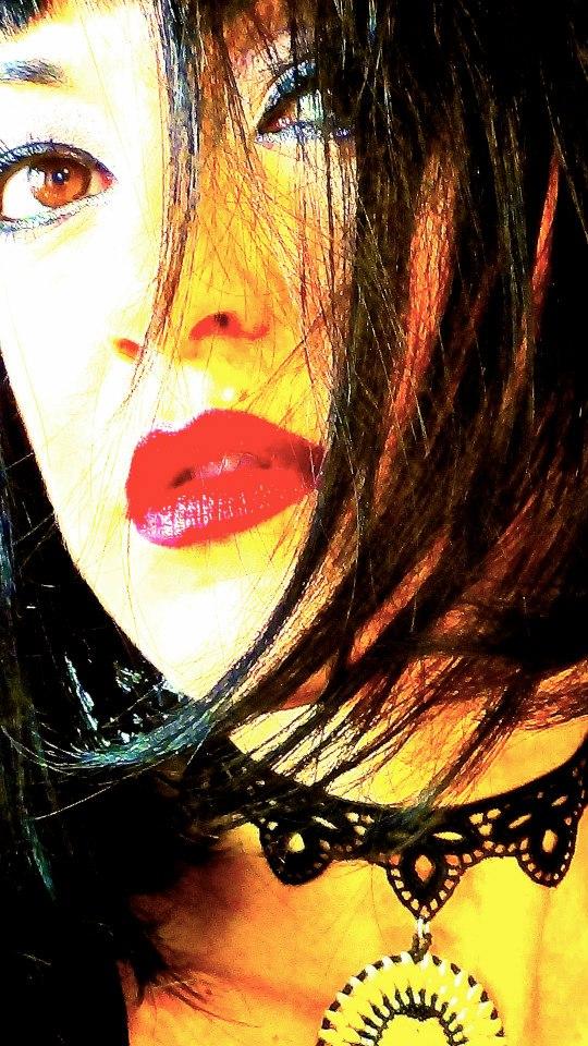 Elisa red lips