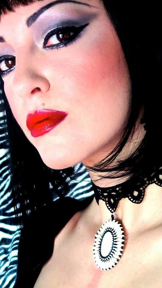 Elisa red lips 2