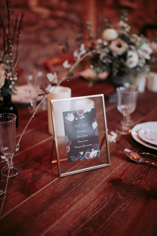 Menu de mariage sur une table du Juste Love Festival