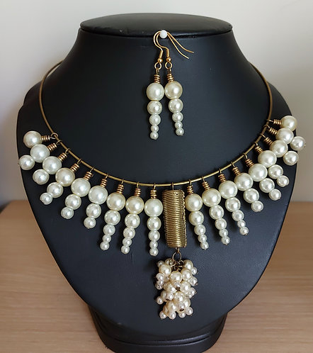 Fashion Pearls and Brass Bib Necklace