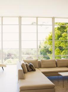 Sala com janelas panoramicas