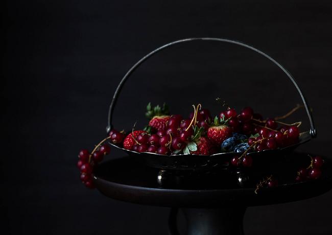 Chiiz Magazine - Red Berries - Canon 6D