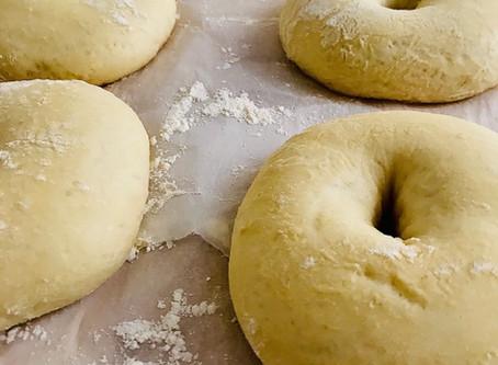 En attendant que les brunchs reviennent, je vous dévoile ma recette de pains bagels maison