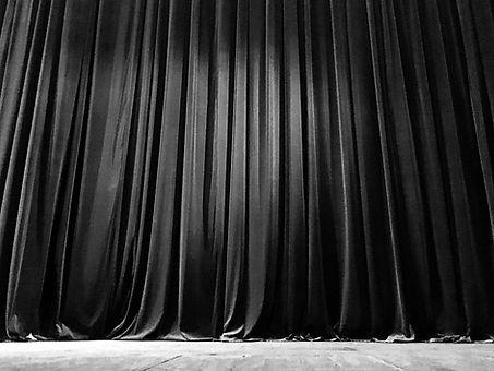 curtains-closed-72N73JL_edited_edited.jpg