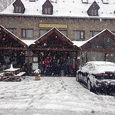 Restaurante con nieve vistas desde las habitaciones nevando