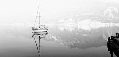 barca a vela in boa a brenzone sul garda