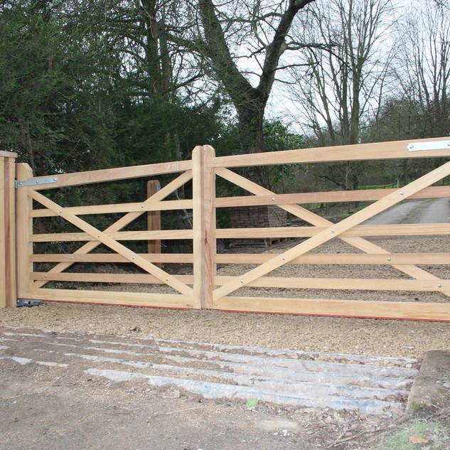 6-Bar Gates with Matching Hardwood posts