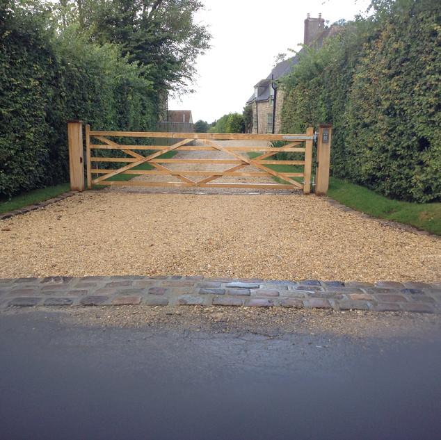Oak 5 bar gate on Oak posts.JPG