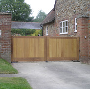 low straight topped manor gates.JPG