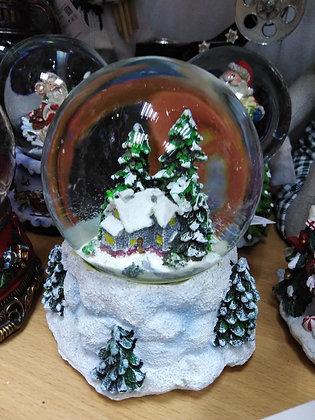 Снежный шар с домиком, диаметр 6.5 см.