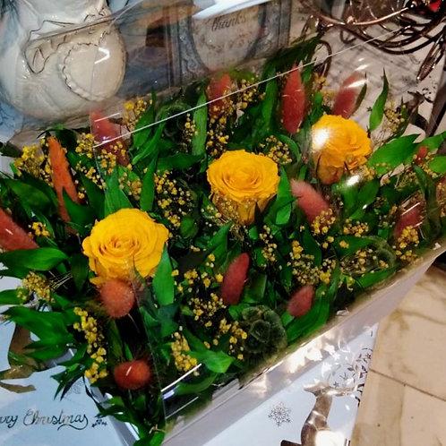 Композиция из оранжевых стабилизированных роз