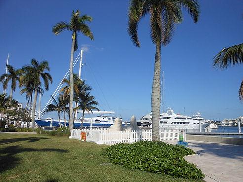 bigstock-Palm-Beach-Yacht-Club-28190615.