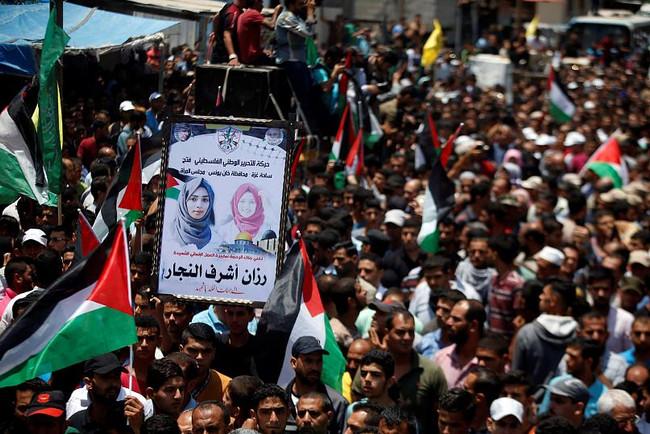 Χιλιάδες Παλαιστίνιοι στην κηδεία της 21χρονης νοσοκόμας