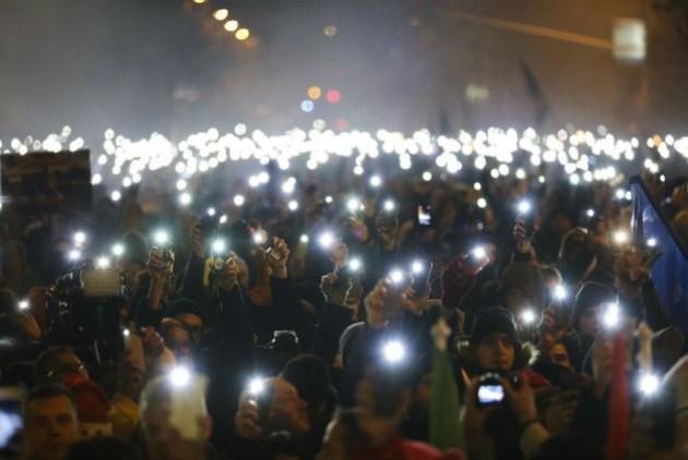 Χιλιάδες Ούγγροι στους δρόμους ενάντια στον «νόμο των σκλάβων» και μετά την ψήφισή του