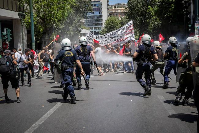 Συγκρούσεις ΜΑΤ και διαδηλωτών στην σημερινή πορεία