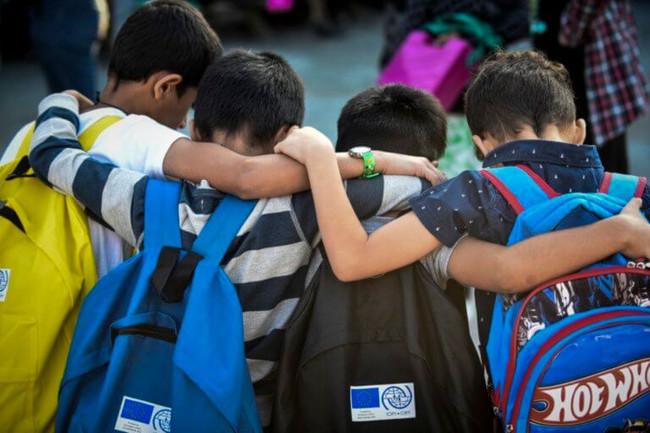 Επιτέθηκαν με ρόπαλα σε προσφυγόπουλα την ώρα που έπαιζαν μπάσκετ