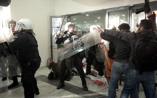 Αστυνομικοί παρίσταναν τους φωτορεπόρτερ για να φακελώσουν διαδηλωτές