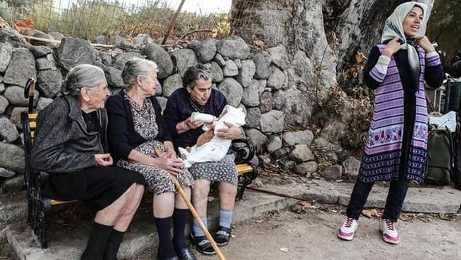 Έφυγε από τη ζωή η γιαγιά - σύμβολο αλληλεγγύης στους πρόσφυγες της Λέσβου..