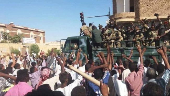 Το Σουδάν μπλοκάρει ταsocialmediaγια να καταπνίξει τον λαϊκό ξεσηκωμό